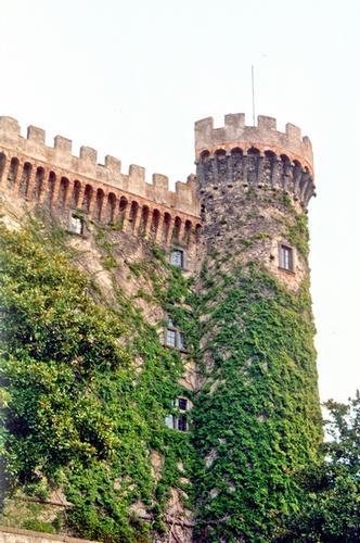 Una torre del Castello - Bracciano (2010 clic)