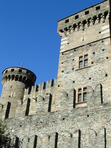 Merli e torri del castello - Fenis (2554 clic)