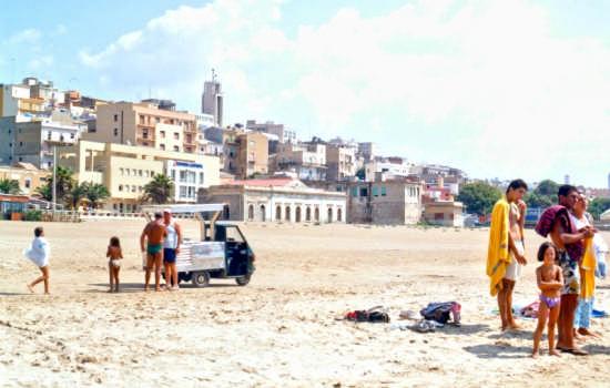 Sulla spiaggia - Gela (5458 clic)