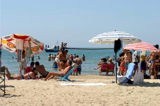 Sulla spiaggia - Gela (4521 clic)
