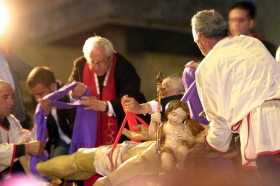 Il Cristo deposto nella Sacra urna - Gela (3098 clic)