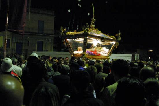 La Sacra urna in processione - Gela (4699 clic)