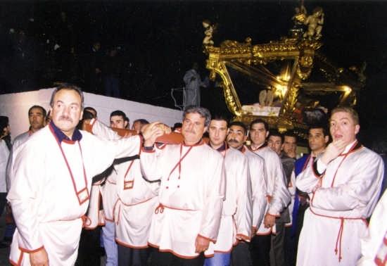 La Sacra urna in processione - Gela (4034 clic)