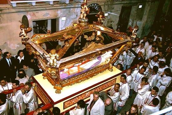 Il Cristo nella Sacra Urna - Gela (4917 clic)