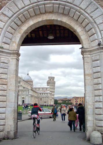 Ingresso Piazza dei Miracoli - Pisa (1982 clic)