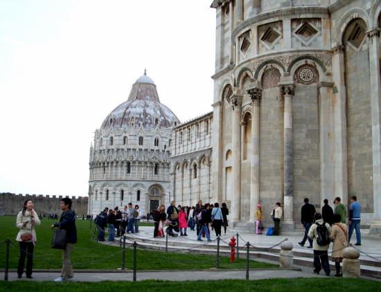 Piazza dei Miracoli - Particolare - Pisa (1758 clic)