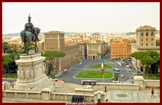 Dall'alto dell'Altare della Patria - Roma (2898 clic)