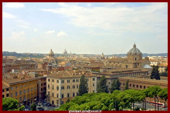 Dall'alto dell'Altare della Patria - Roma (2604 clic)