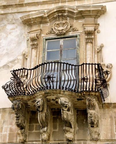 Palazzo Beneventano - balcone - Scicli (2427 clic)