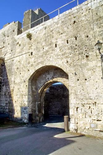 Ingresso al Castello - Tarquinia (1922 clic)