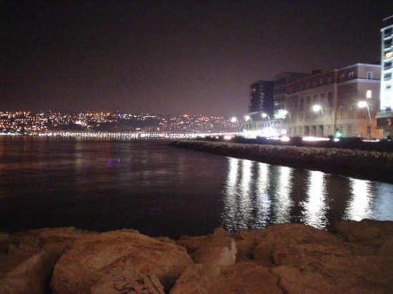 Napoli notturna - NAPOLI - inserita il 13-Jun-07