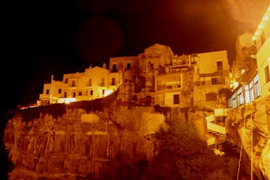 La ripa  borgo medioevale, vista da piazza del seggio, b - Vieste (2113 clic)