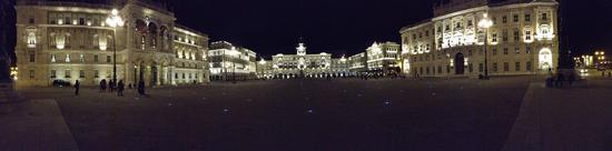 Magie notturne in piazza - Trieste (1164 clic)