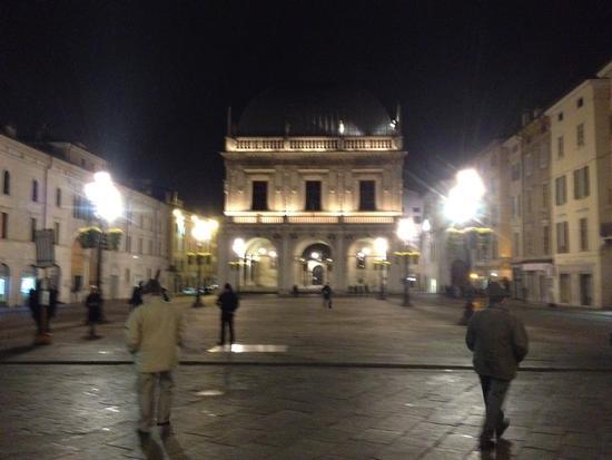 Brescia Piazza Loggia atmosfere notturne (1275 clic)
