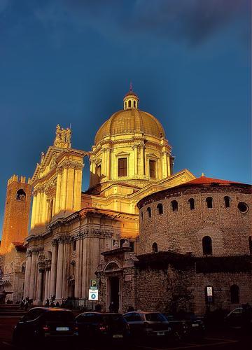 Brescia Piazza Paolo VI i due duomi (485 clic)