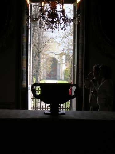 Villa Di Porta Bozzolo(bene FAI) finistra sul giardino segreto - CASALZUIGNO - inserita il 19-Nov-09