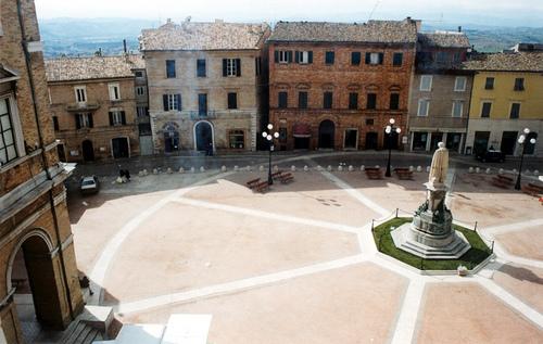 Piazza Recanati (4516 clic)