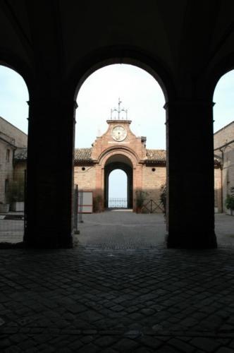 Cortile Palazzo Venieri - RECANATI - inserita il 29-Apr-09