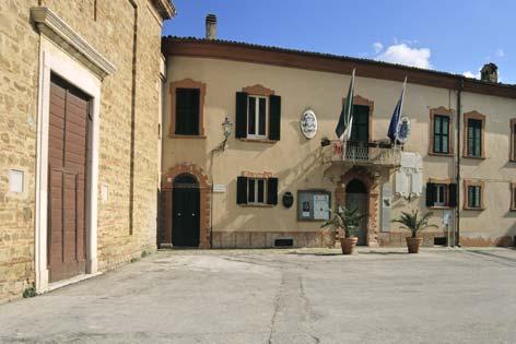 Castel Colonna, centro storico. Il Comune - Castelbellino (2612 clic)
