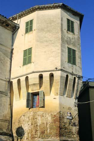 Castelplanio, centro storico. Torre medioevale (2155 clic)