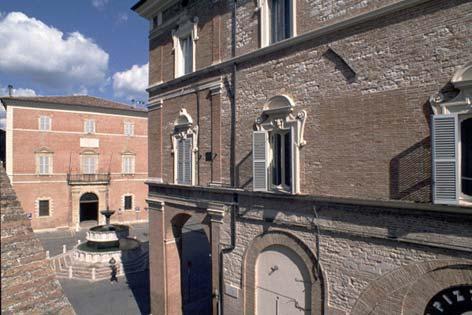 Fabriano, Piazza del Comune (2326 clic)