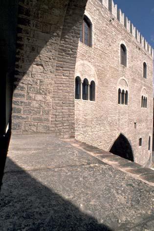Fabriano, Piazza del Comune. Palazzo del Podestà (3022 clic)