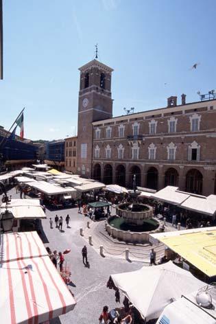 Fabriano, Piazza del Comune  (2901 clic)