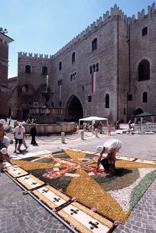 Fabriano, Piazza del Comune  (3158 clic)