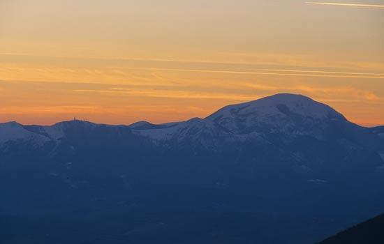 Appennino marchigiano, il Monte Cucco al tramonto (zona Fabriano) (2841 clic)