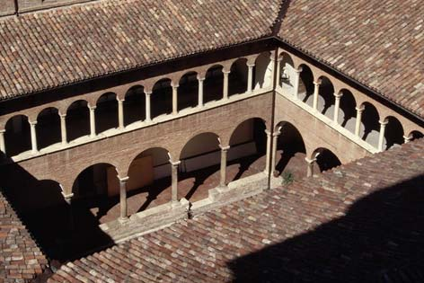 Fabriano, chiesa di San Biagio e Romualdo. Il chiostro (3404 clic)