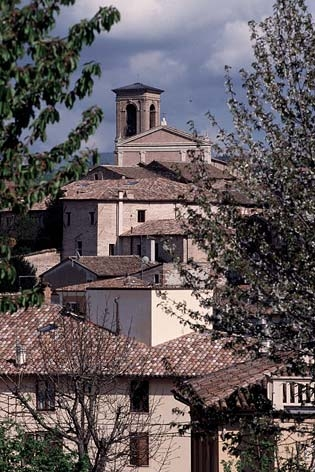 Fabriano, centro storico. Sullo sfondo la Cattedrale di San Venanzo (3807 clic)