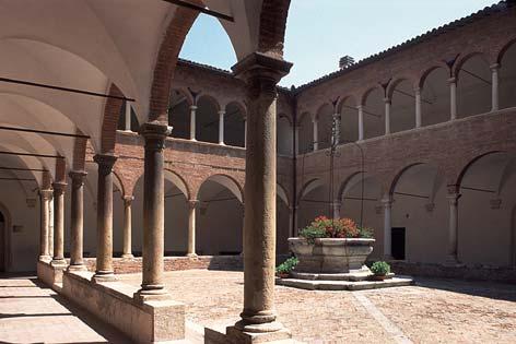 Fabriano, chiostro della chiesa dei SS Biagio e Romualdo (6105 clic)
