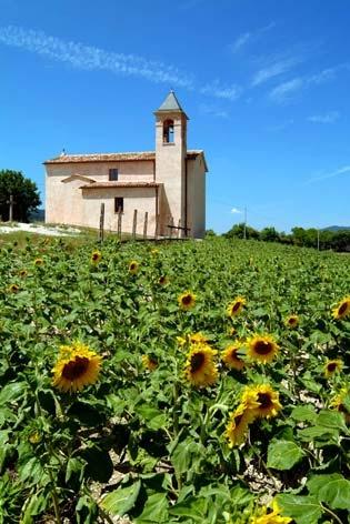 Fabriano, frazione di Colleciglioni. La chiesa parrocchiale (3188 clic)