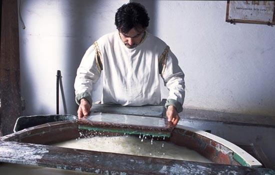 Fabriano, Museo della Carta (produzione foglio di carta) (6611 clic)