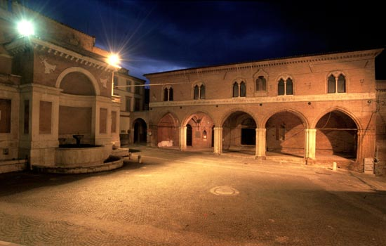 Fabriano, Piazza della Cattedrale (2610 clic)