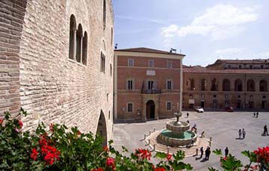 Fabriano, Piazza del Comune (2648 clic)