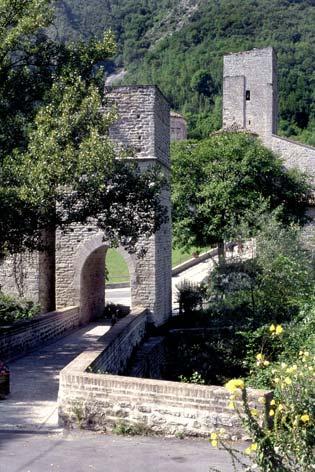 Genga, San Vittore delle Chiuse (3541 clic)