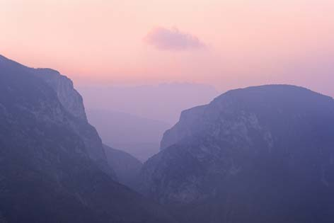 Genga, gola di Frasassi al tramonto (2341 clic)
