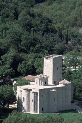 Genga, veduta dell'abbazia di San Vittore delle Chiuse (2744 clic)