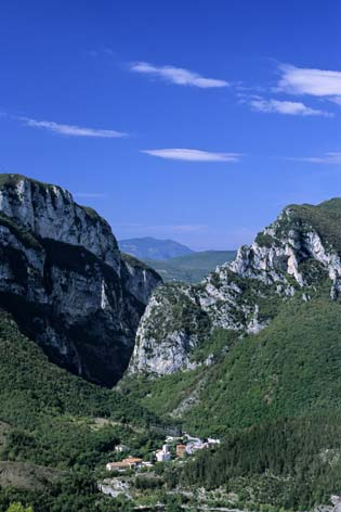 Genga, veduta della Gola di Frassasi (2405 clic)