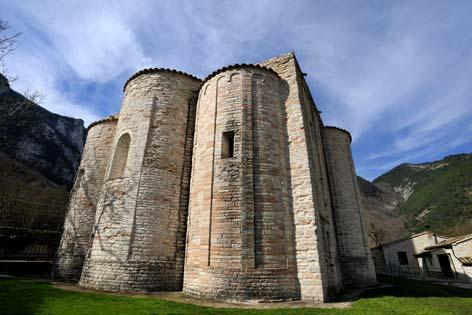Genga, veduta dell'abbazia di San Vittore delle Chiuse (4090 clic)