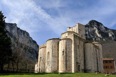 Genga, veduta dell'abbazia di San Vittore delle Chiuse (5031 clic)
