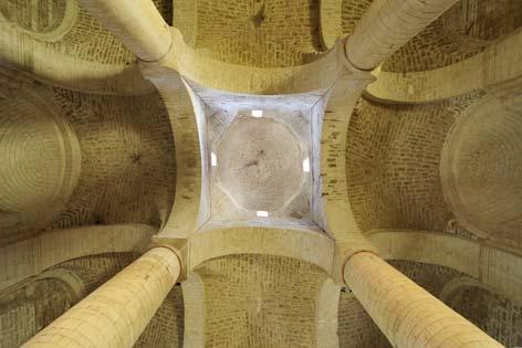 Genga, veduta dell'abbazia di San Vittore delle Chiuse (4492 clic)