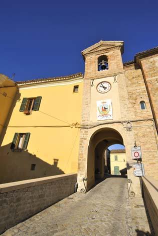 Mergo, ingresso al borgo (2258 clic)