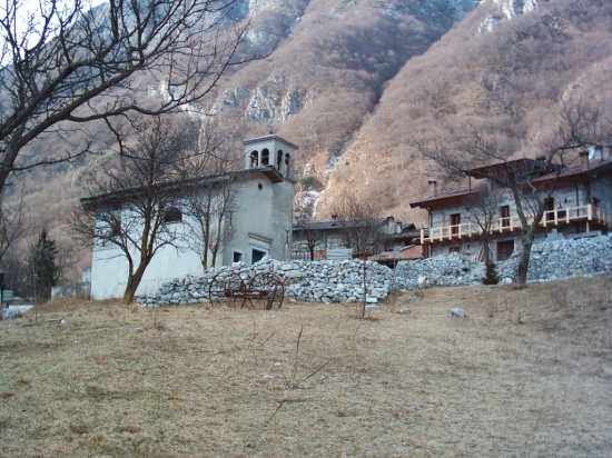 Pozzis,chiesa - Verzegnis (4434 clic)