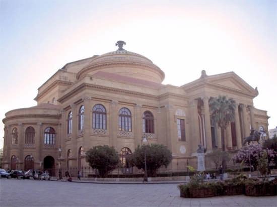 Il Teatro Massimo - Palermo (3045 clic)
