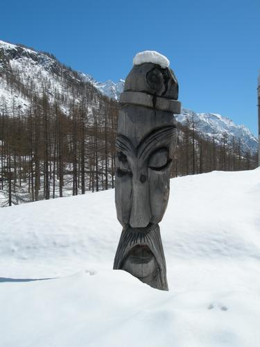 Totem sulla neve - Gressoney (3074 clic)