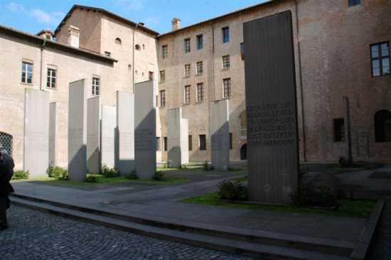 Palazzo dei Pio Cortile delle Stele - Carpi (2557 clic)