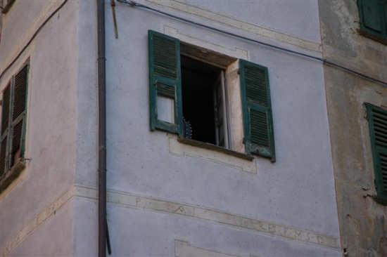 Divisa alla finestra - Sassello (1566 clic)