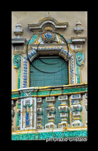balcone maiolicato, caltagirone, ceramica, arte della creta (3203 clic)